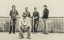 Micky & the Motorcars – Long Road to Nowhere